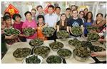 American Students Make Zongzi as Dragon Boat Fest Approaches