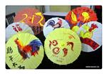 Int'l students paint patterns on umbrellas to greet Year of Rooster